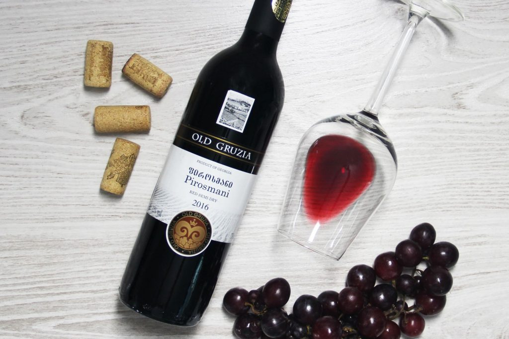 Пиросмани - полусухое красное грузинское вино