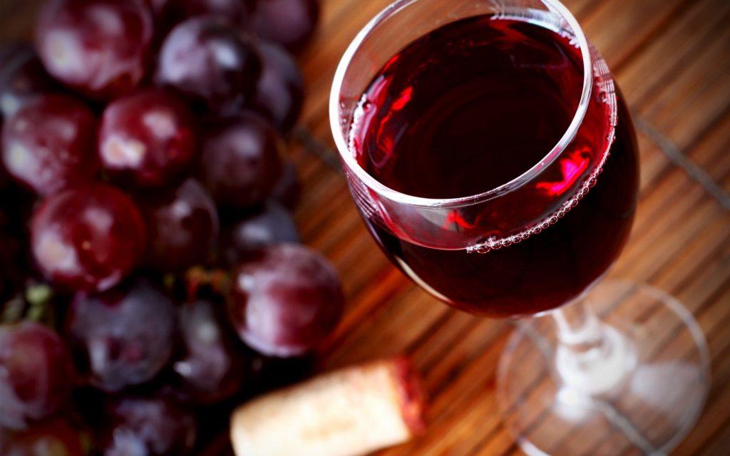 вино и продукты